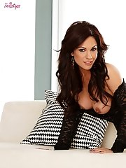 Kirsten Price exposes herself and spreads wide open for your pleasure.