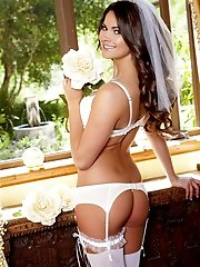 Aspen Rae lusts for pleasure and strips naked